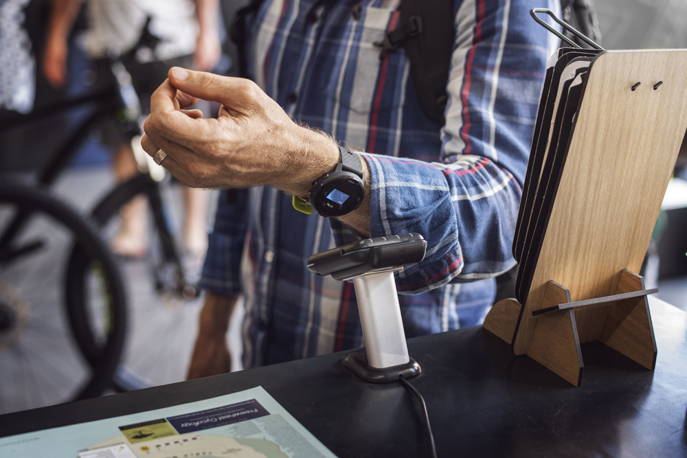 Paying bills with Suunto 7